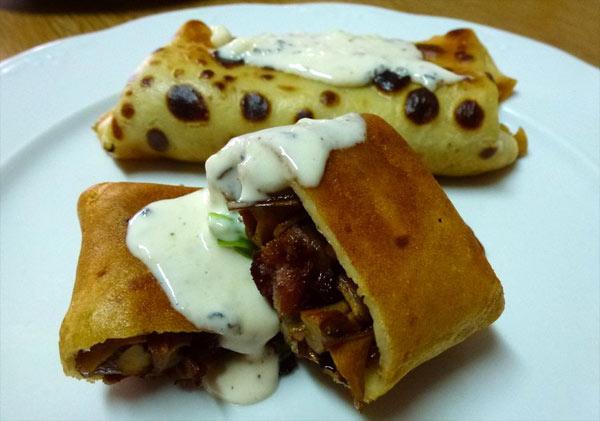 Crepes de rebozuelos con salsa de colmenillas cesta y setas for Salsa para crepes